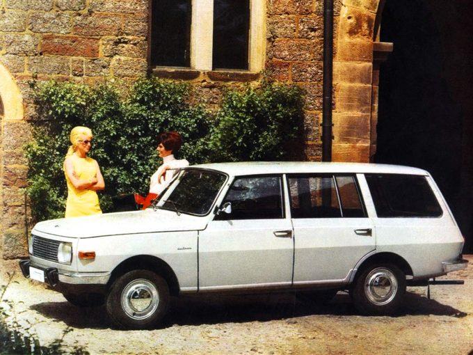 1967-től volt elérhető a limuzinnál 16 centivel hosszabb, 450 kilóval terhelhető Tourist kivitel