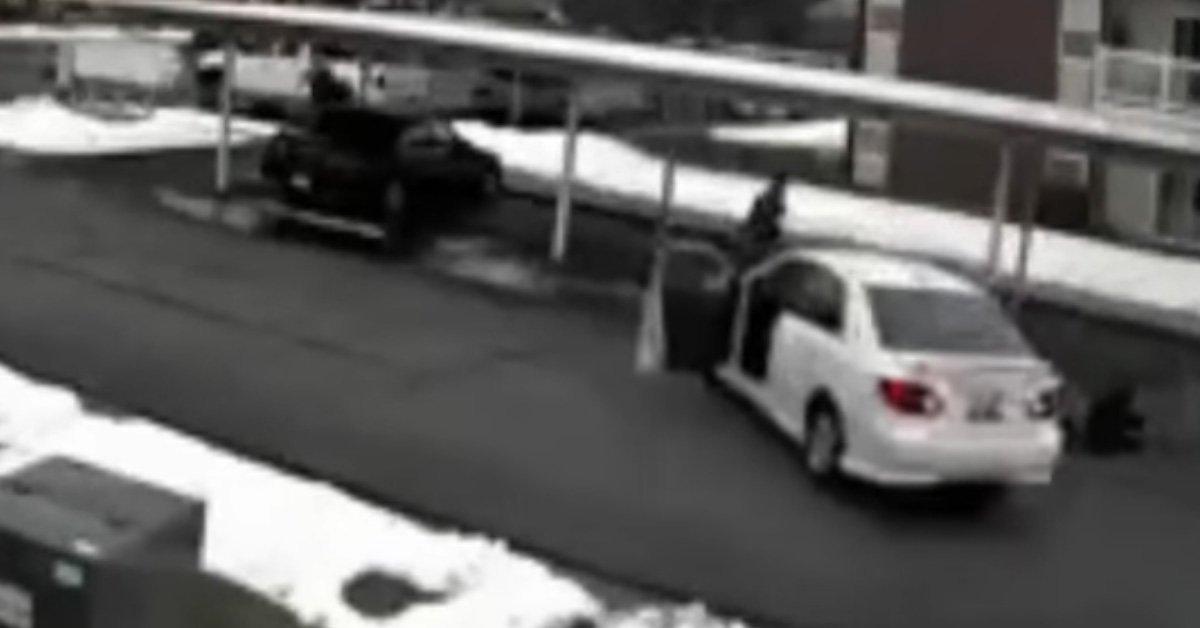 Rémálom a rémálomban, a gyerekekkel együtt lopta el az autót a rabló – VIDEÓ