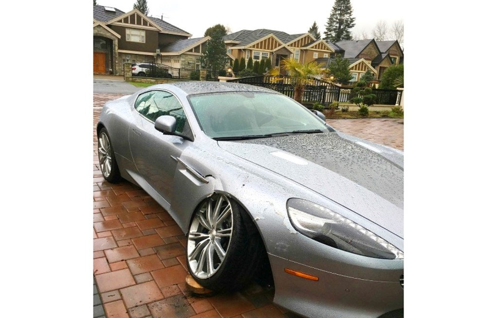 Szegény gazdag: sokallja autójának javítási költségét az Aston Martin tulaj