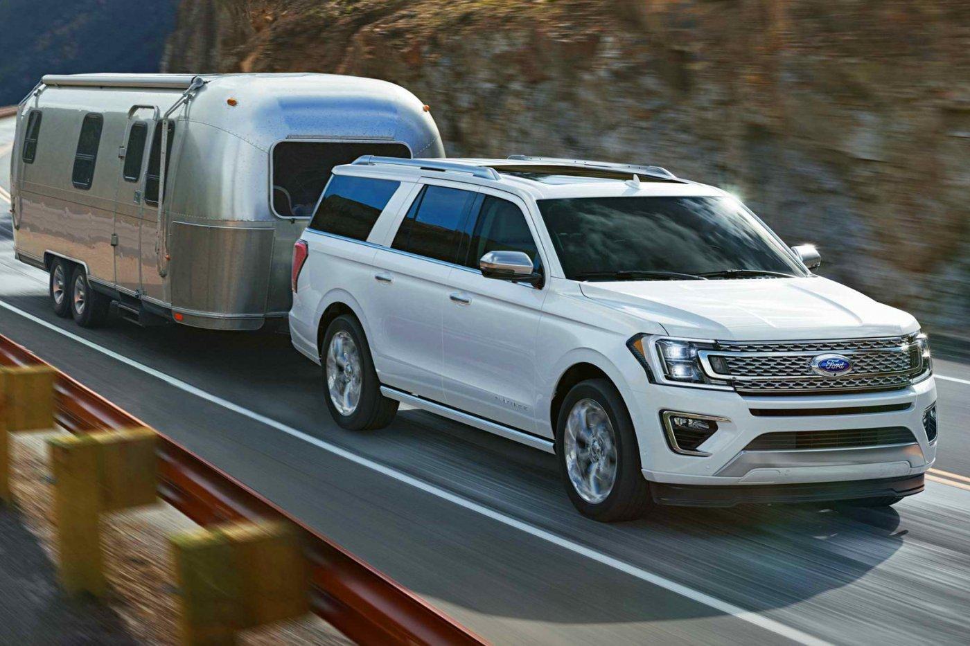 új 7 Személyes Autó: V6-os Motorral, De Szimulált V8-as Hanggal Jön Az új Ford