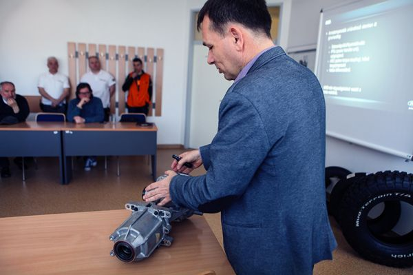 Ágó Béla, a Ford regionális műszaki managere prezentált az AWD rendszerről is