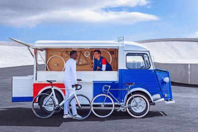 Kerékpárszerelő-műhelykocsik – 70 év eltéréssel