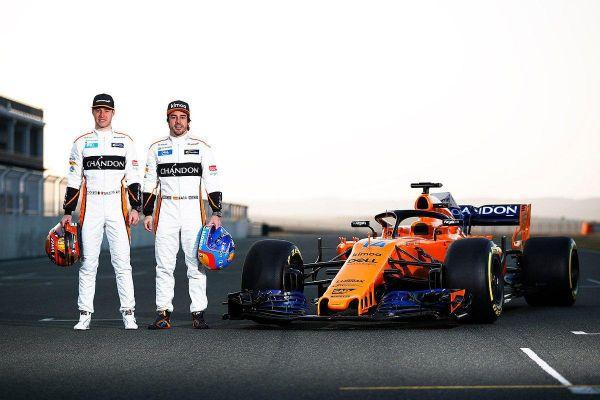 Vandoorne, Alonso és az MCL33 (Fotó: McLaren)