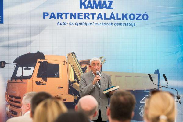 Visszater A Kamaz Auto Motor
