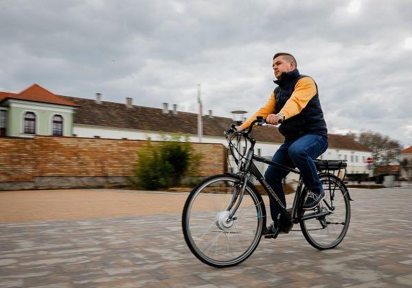 855064bbbd92 Csak akkor kerékpár a kerékpár, ha a motor csak segíti a haladást ...